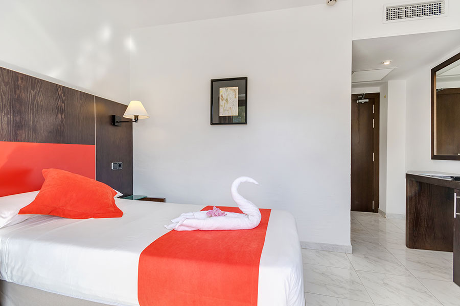 book your single room in hotel bahia de alcudia