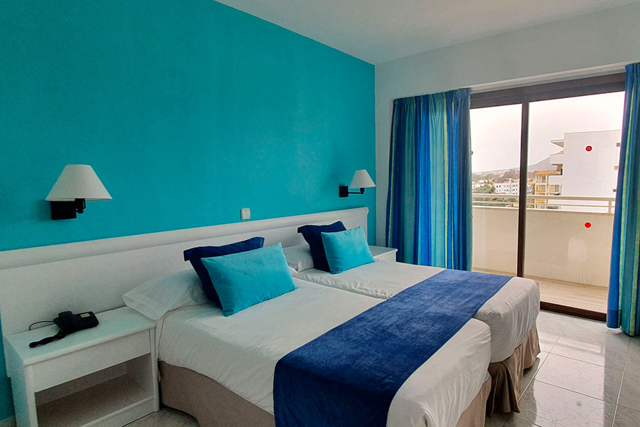 book your double room with partial sea view in hotel bahia de alcudia