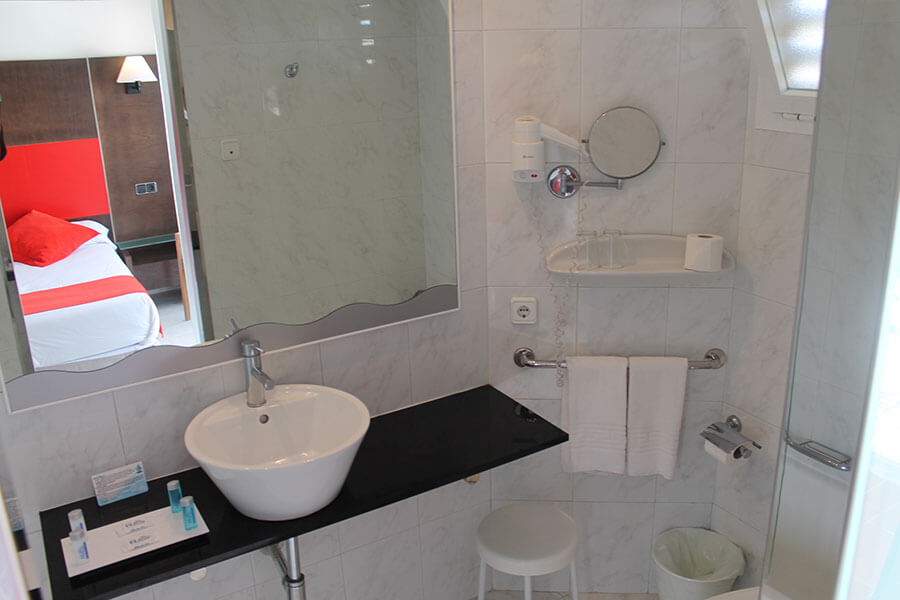 book your double room for single use in hotel bahia de alcudia