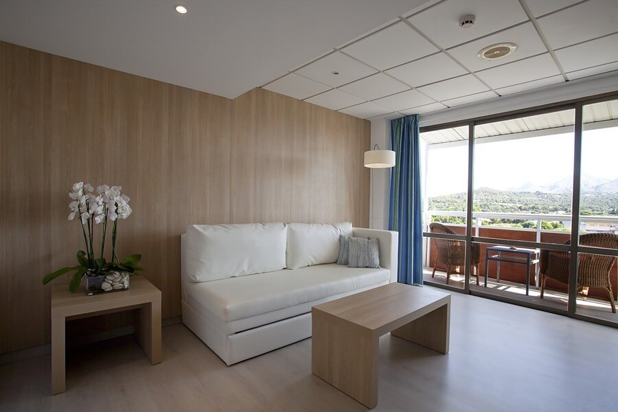 book your junior suite with mountain views in hotel bahia de alcudia