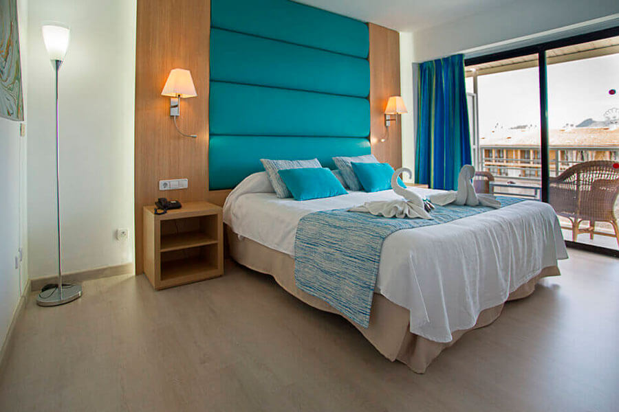 book your junior suite with partial sea view in hotel bahia de alcudia